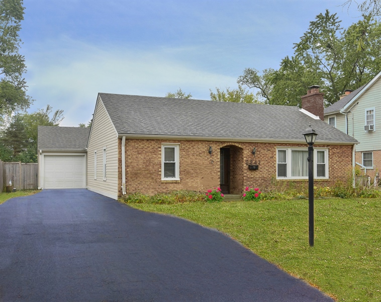 Real Estate Photography - 2241 Covert Rd, Glenview, IL, 60025 -