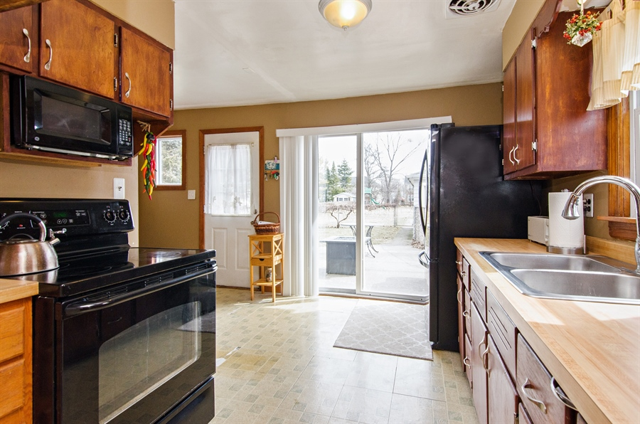 Real Estate Photography - 729 Warren, Palatine, IL, 60074 - Kitchen