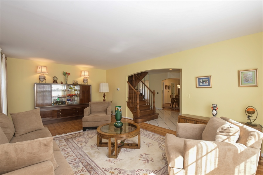 Real Estate Photography - 1910 Landwehr, Northbrook, IL, 60062 - Living Room