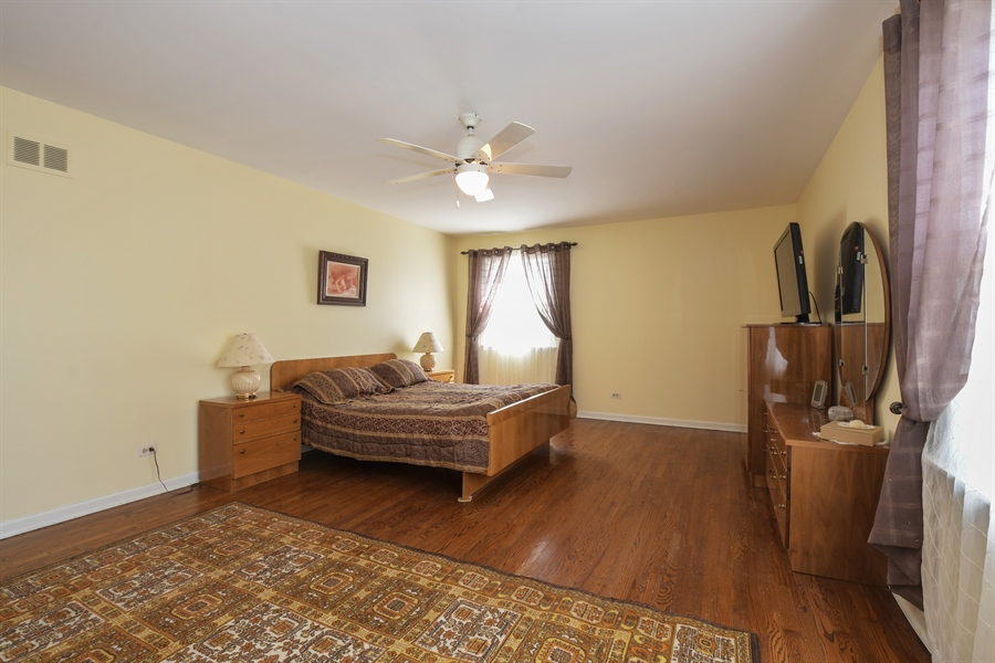 Real Estate Photography - 1910 Landwehr, Northbrook, IL, 60062 - Master Bedroom