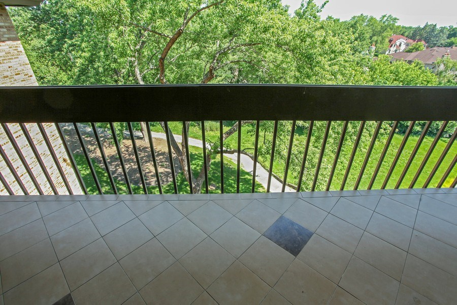 Real Estate Photography - 1621 Mission Hill, Unit 508, Northbrook, IL, 60062 - Location 1