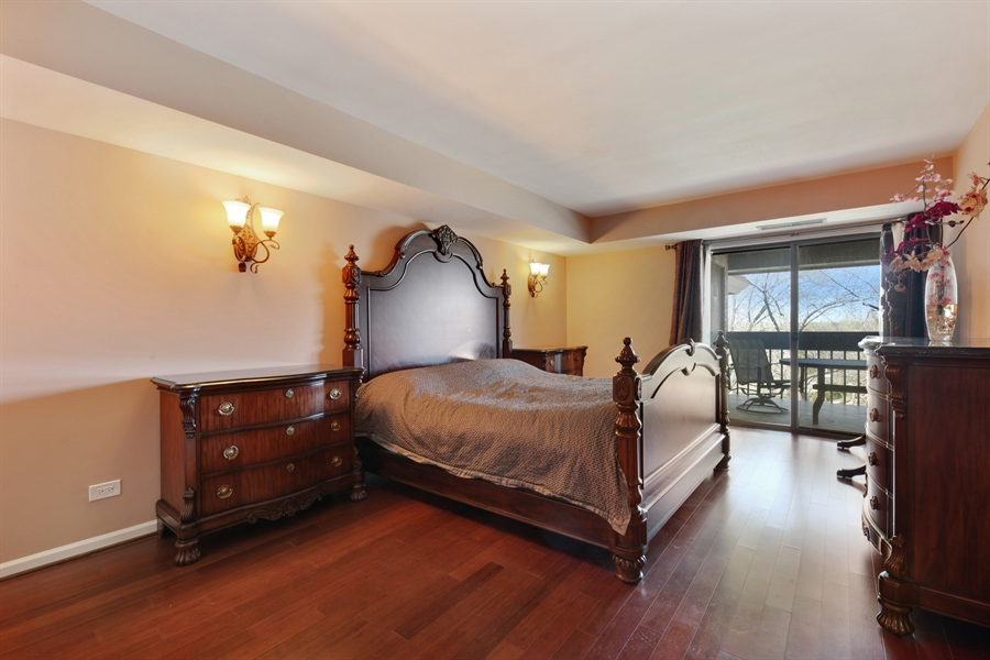 Real Estate Photography - 1621 Mission Hill, Unit 508, Northbrook, IL, 60062 - Master Bedroom