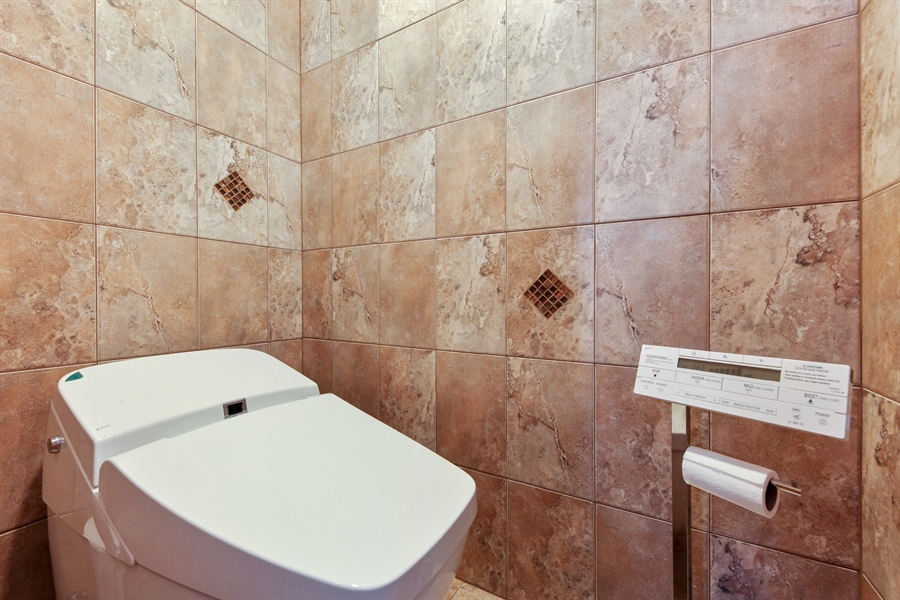 Real Estate Photography - 1621 Mission Hill, Unit 508, Northbrook, IL, 60062 - Master Bathroom