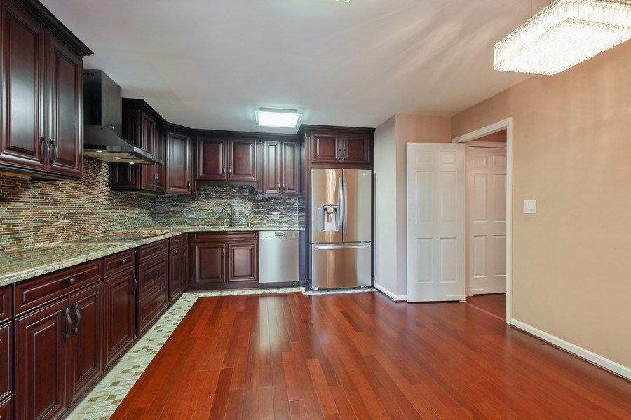 Real Estate Photography - 1621 Mission Hill, Unit 508, Northbrook, IL, 60062 - Kitchen