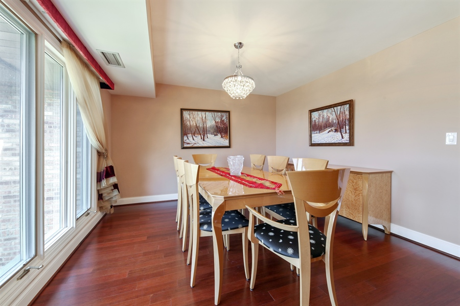 Real Estate Photography - 1621 Mission Hill, Unit 508, Northbrook, IL, 60062 - Dining Room