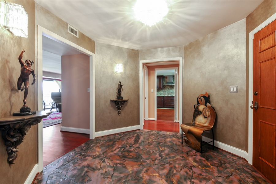 Real Estate Photography - 1621 Mission Hill, Unit 508, Northbrook, IL, 60062 - Foyer