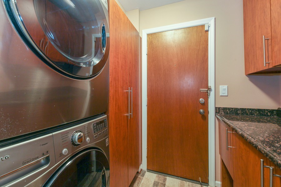 Real Estate Photography - 1621 Mission Hill, Unit 508, Northbrook, IL, 60062 - Laundry Room