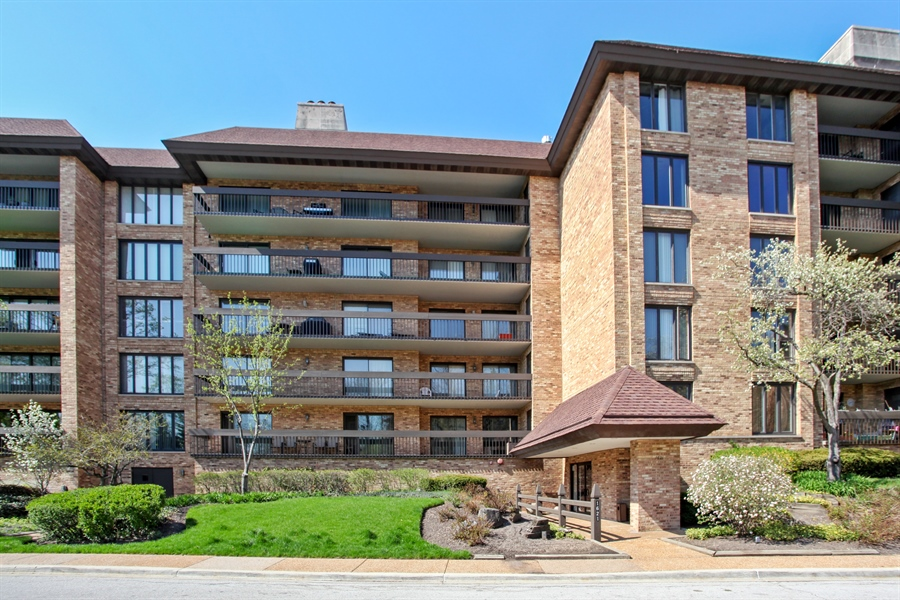 Real Estate Photography - 1621 Mission Hill, Unit 508, Northbrook, IL, 60062 - Front View