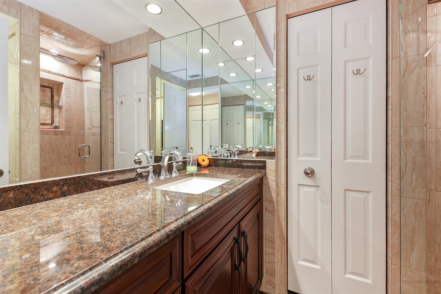 Real Estate Photography - 1621 Mission Hill, Unit 508, Northbrook, IL, 60062 - 2nd Bathroom