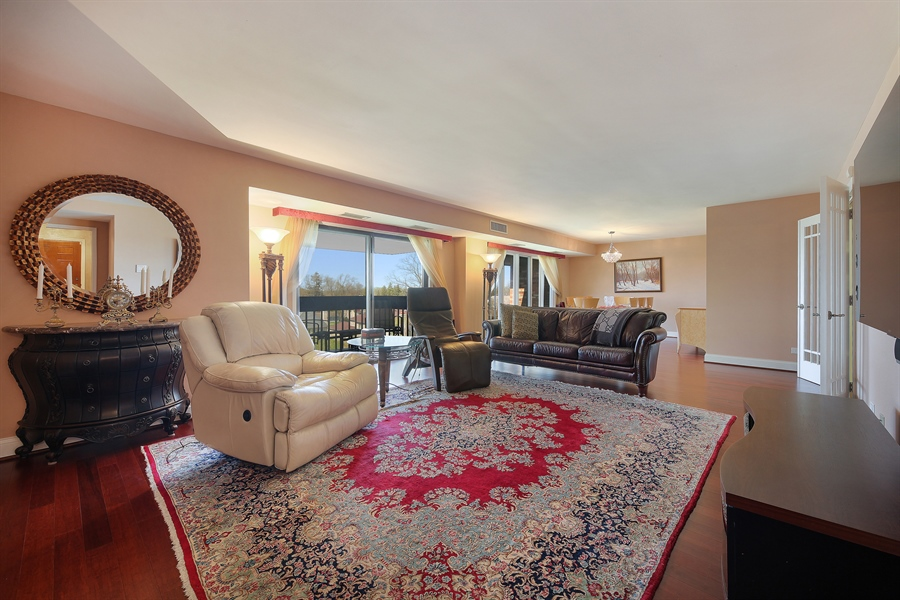 Real Estate Photography - 1621 Mission Hill, Unit 508, Northbrook, IL, 60062 - Living Room / Dining Room