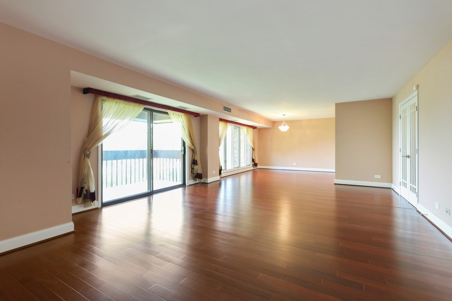 Real Estate Photography - 1621 Mission Hill, Unit 508, Northbrook, IL, 60062 - Living Room/Dining Room