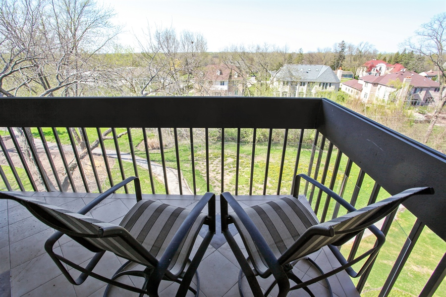 Real Estate Photography - 1621 Mission Hill, Unit 508, Northbrook, IL, 60062 - Balcony