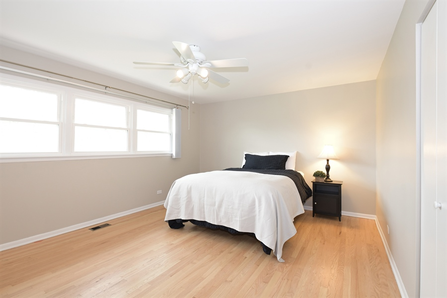 Real Estate Photography - 1635 We Go Trl, Deerfield, IL, 60015 - Master Bedroom