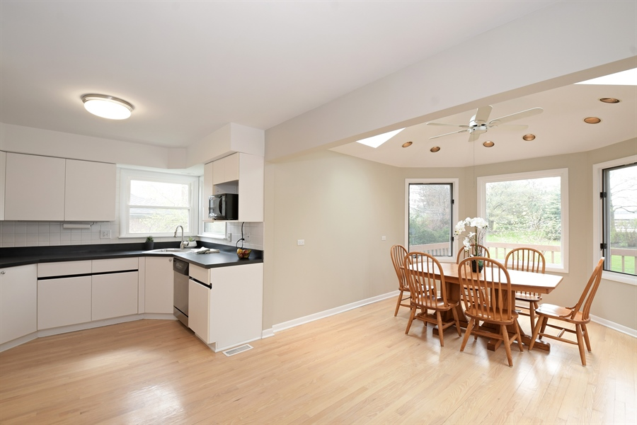Real Estate Photography - 1635 We Go Trl, Deerfield, IL, 60015 - Kitchen