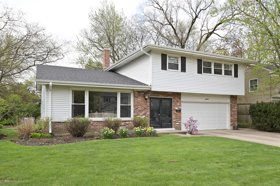 Real Estate Photography - 1635 We Go Trl, Deerfield, IL, 60015 - Front View
