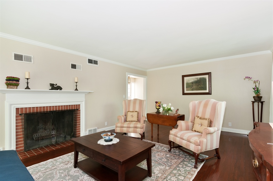 Real Estate Photography - 29W631 Schick, Bartlett, IL, 60103 - Living Room