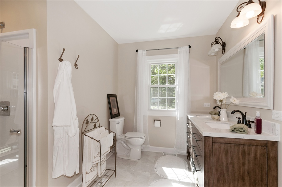 Real Estate Photography - 29W631 Schick, Bartlett, IL, 60103 - 2nd Bathroom