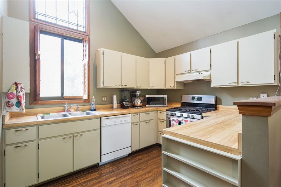 Real Estate Photography - 0S487 East Street, Winfield, IL, 60190 - Kitchen