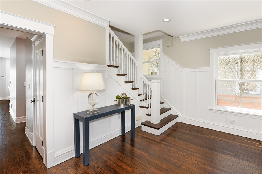 Real Estate Photography - 1133 Ashland, Wilmette, IL, 60091 - Welcoming Foyer