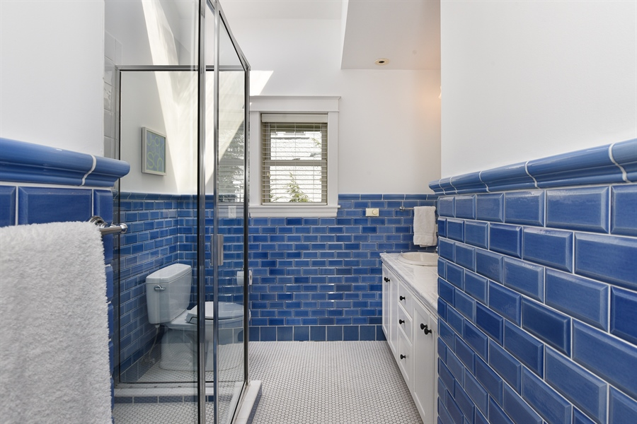 Real Estate Photography - 1133 Ashland, Wilmette, IL, 60091 - Second Floor Full Hall Bath