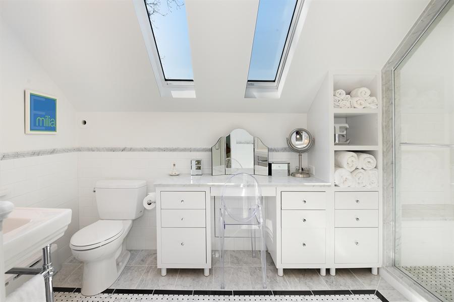 Real Estate Photography - 1133 Ashland, Wilmette, IL, 60091 - Third Floor En-suite Bathroom