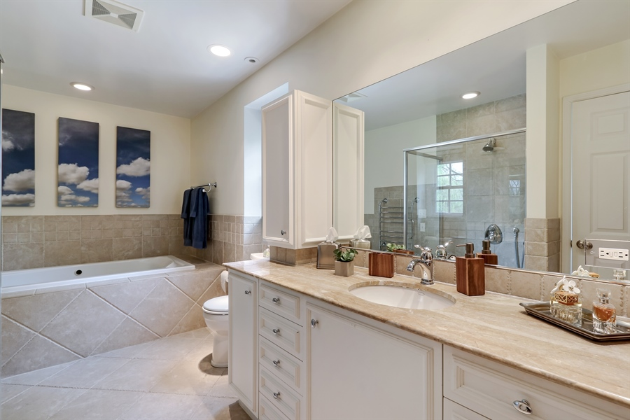 Real Estate Photography - 586 Meadowood Dr, Lake Forest, IL, 60045 - Master Bathroom