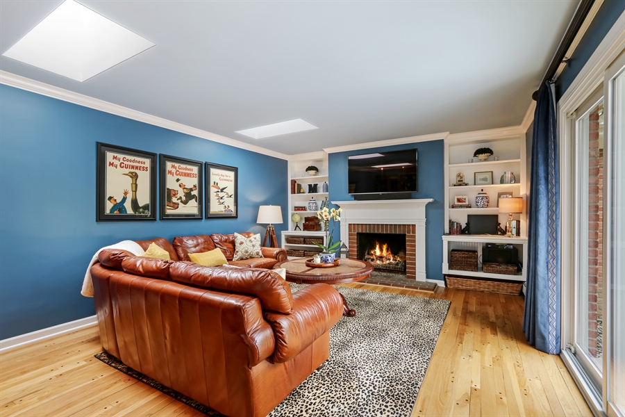 Real Estate Photography - 586 Meadowood Dr, Lake Forest, IL, 60045 - Family Room