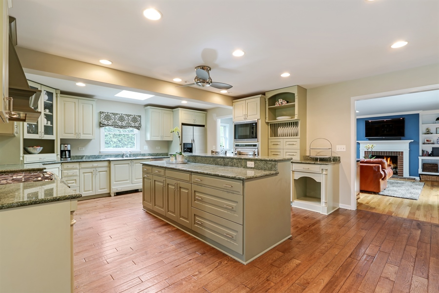 Real Estate Photography - 586 Meadowood Dr, Lake Forest, IL, 60045 - Kitchen