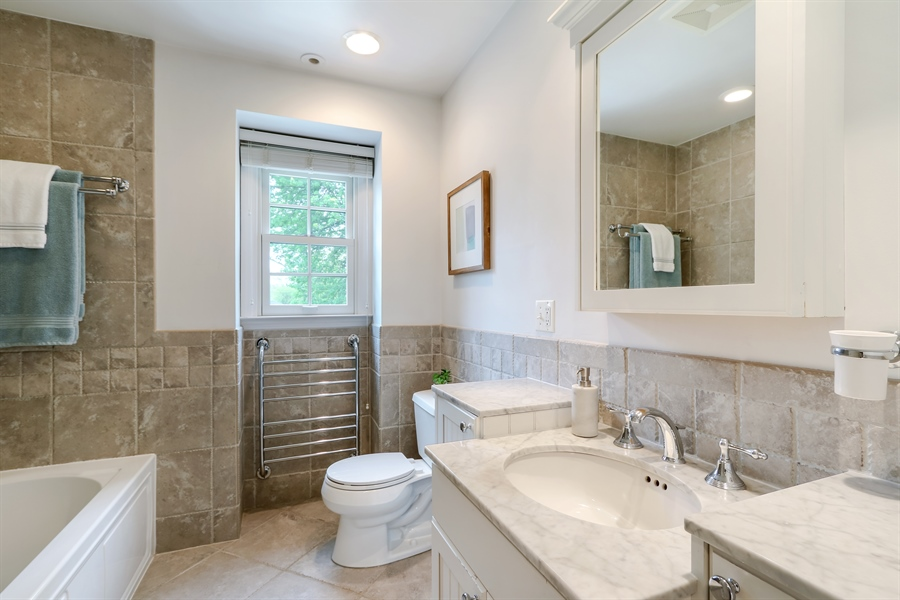 Real Estate Photography - 586 Meadowood Dr, Lake Forest, IL, 60045 - 2nd Bathroom