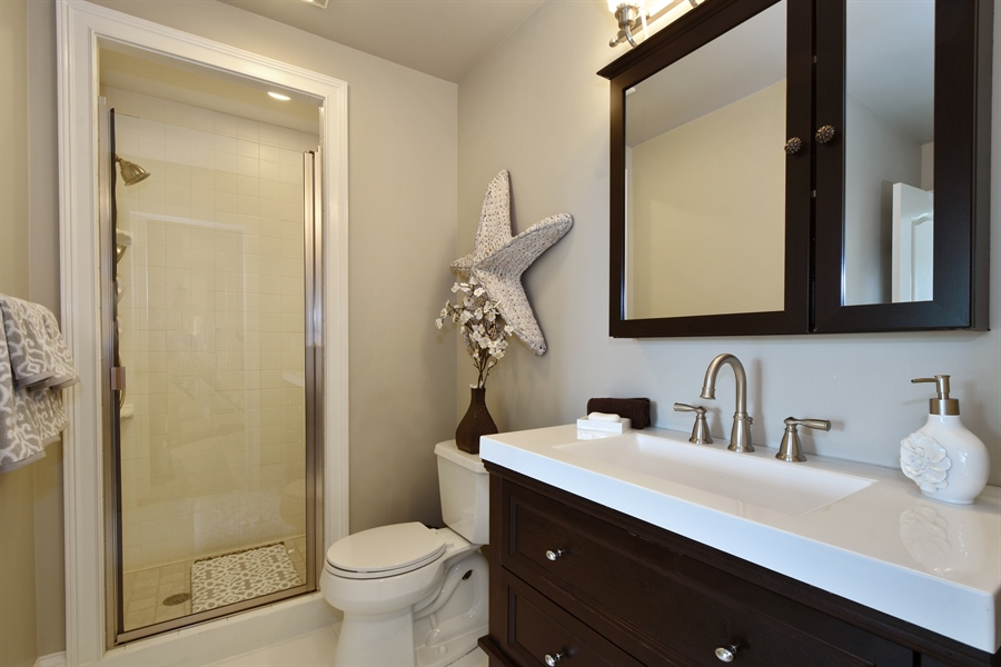 Real Estate Photography - 9 Hubbell Ct, Barrington Hills, IL, 60010 - 4th Bathroom