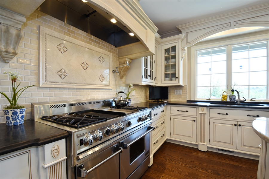 Real Estate Photography - 9 Hubbell Ct, Barrington Hills, IL, 60010 - Kitchen