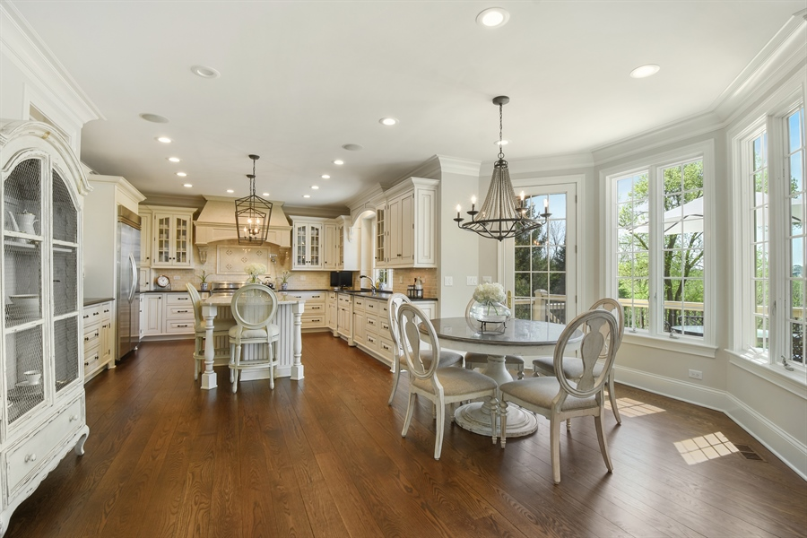 Real Estate Photography - 9 Hubbell Ct, Barrington Hills, IL, 60010 - Kitchen / Breakfast Room