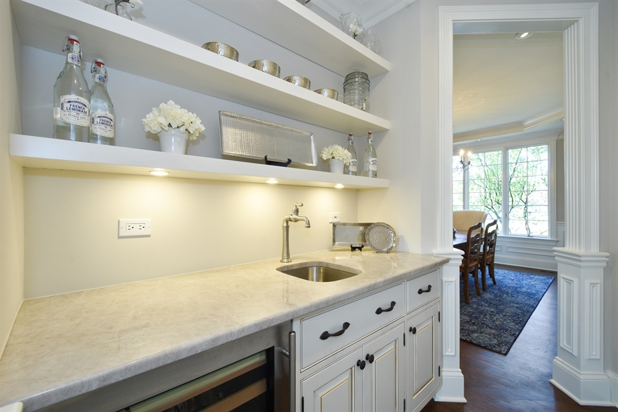 Real Estate Photography - 9 Hubbell Ct, Barrington Hills, IL, 60010 - Butler's pantry