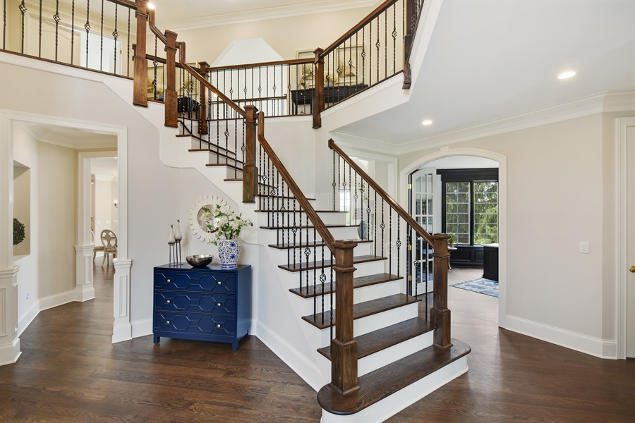 Real Estate Photography - 9 Hubbell Ct, Barrington Hills, IL, 60010 - Foyer