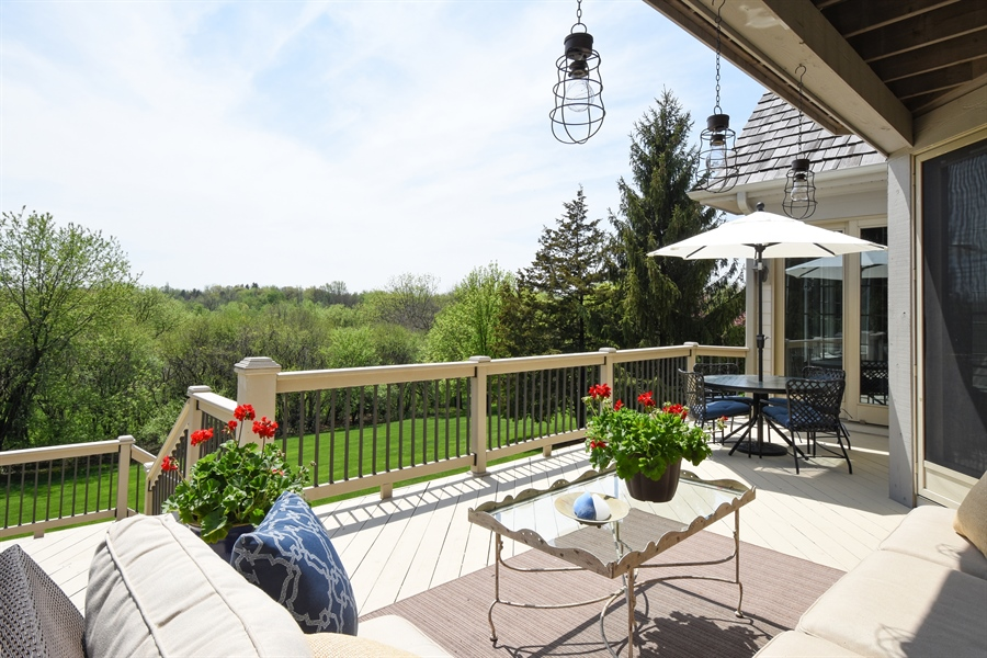 Real Estate Photography - 9 Hubbell Ct, Barrington Hills, IL, 60010 - Deck