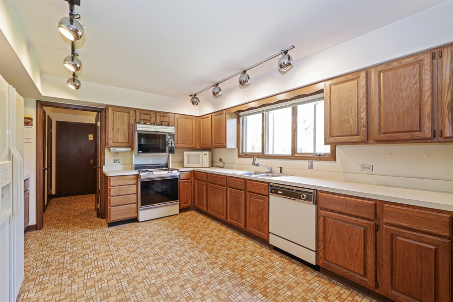 Real Estate Photography - 14405 w Jody Lane, Wadsworth, IL, 60083 - Kitchen