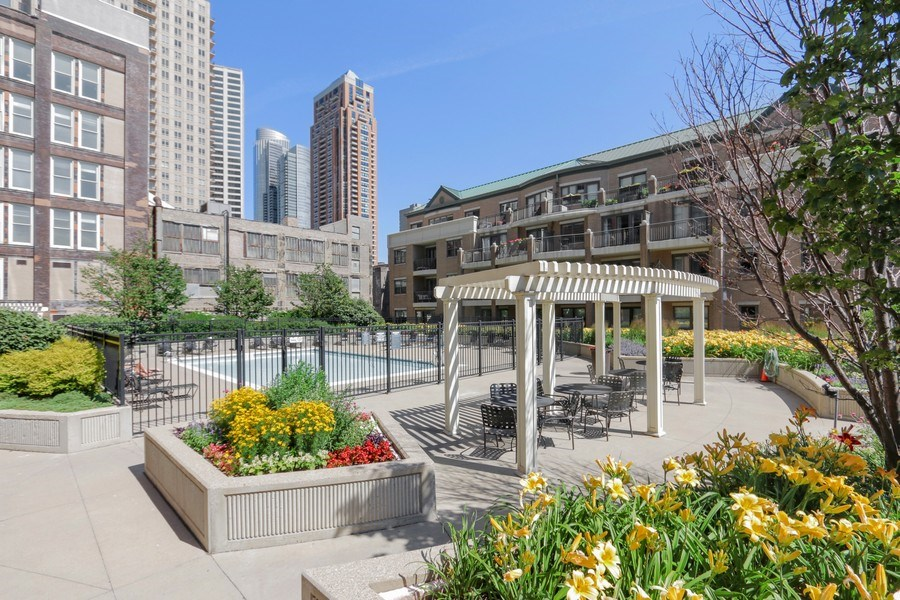 Real Estate Photography - 1111 S State, unit 507, Chicago, IL, 60605 - Common Sundeck