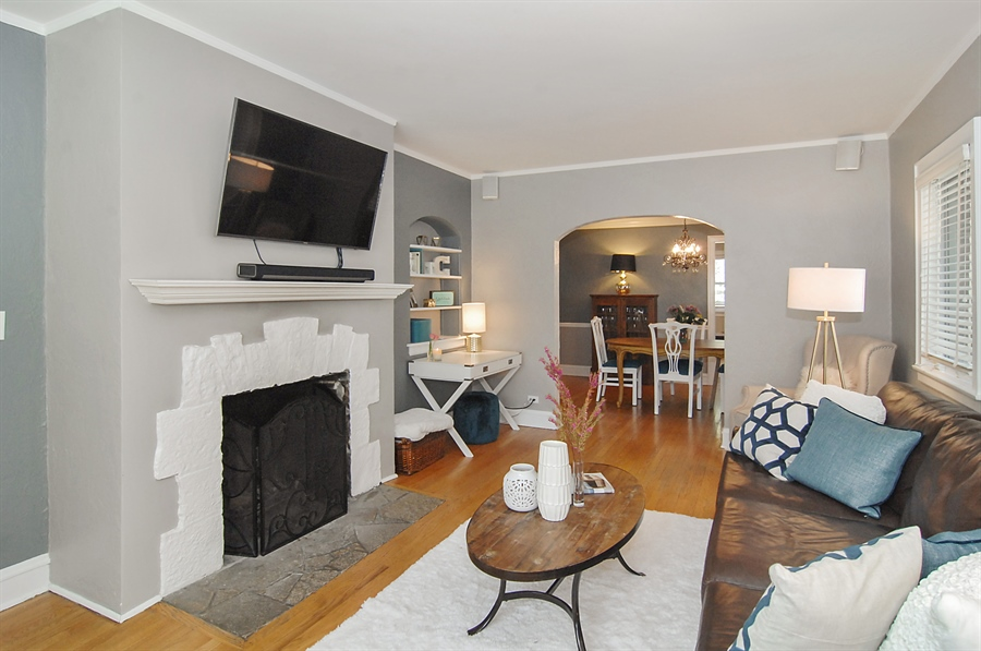 Real Estate Photography - 305 16th St, Wilmette, IL, 60091 - Living Room