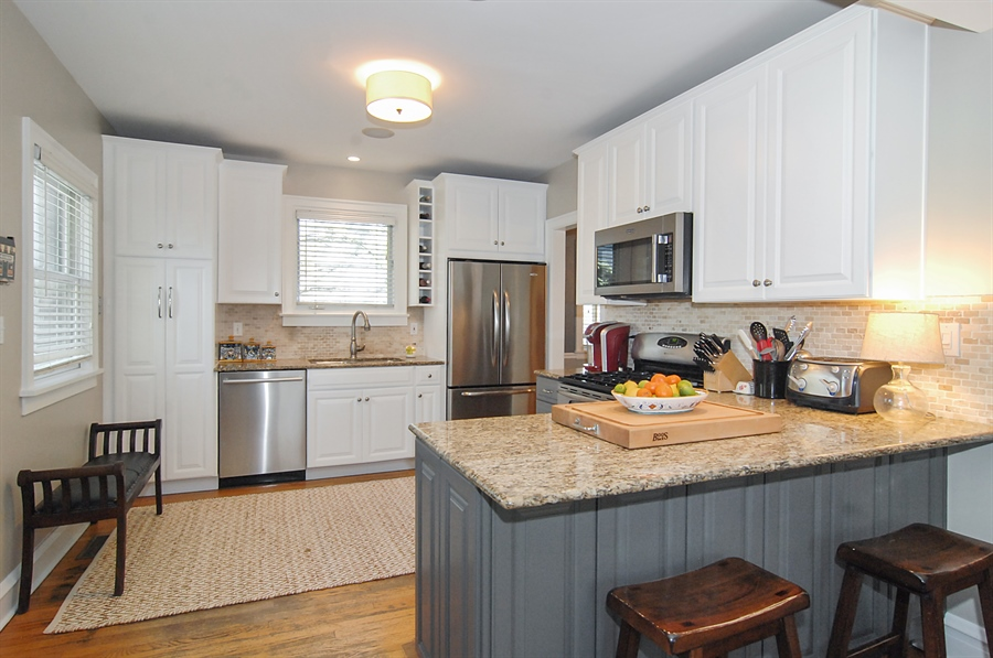 Real Estate Photography - 305 16th St, Wilmette, IL, 60091 - Kitchen