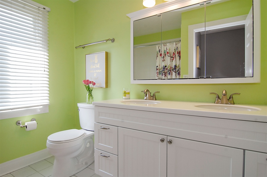 Real Estate Photography - 305 16th St, Wilmette, IL, 60091 - 2nd floor hall bathroom