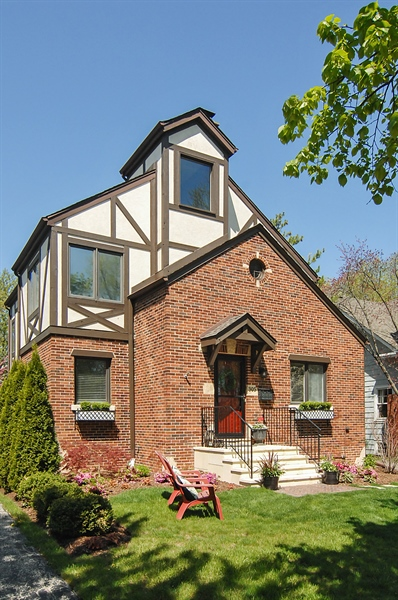 Real Estate Photography - 305 16th St, Wilmette, IL, 60091 - Front View