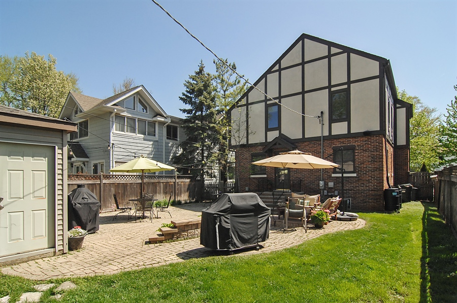 Real Estate Photography - 305 16th St, Wilmette, IL, 60091 - Rear View