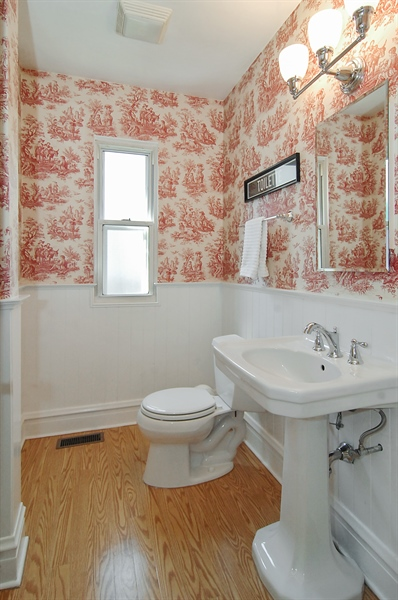 Real Estate Photography - 305 16th St, Wilmette, IL, 60091 - First floor full bathroom