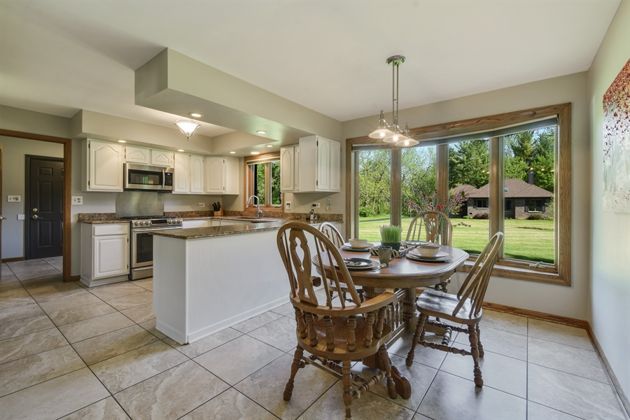 Real Estate Photography - 27948 W Kelsey Rd, Lake Barrington, IL, 60010 - Kitchen Eating Area