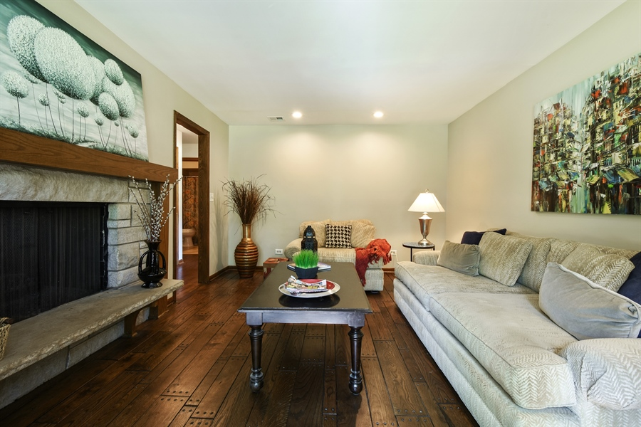 Real Estate Photography - 27948 W Kelsey Rd, Lake Barrington, IL, 60010 - Family Room