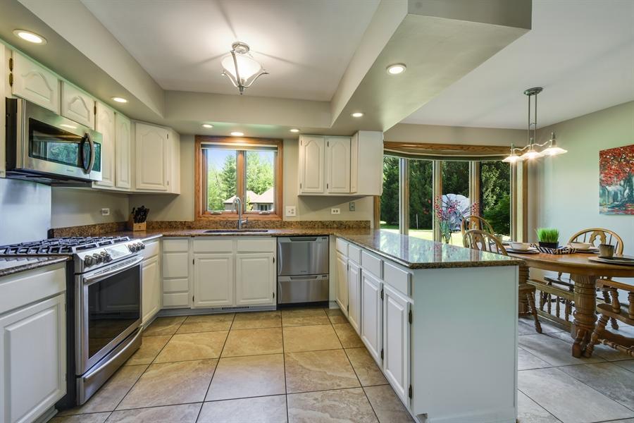 Real Estate Photography - 27948 W Kelsey Rd, Lake Barrington, IL, 60010 - Kitchen