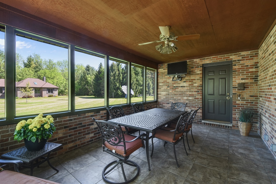 Real Estate Photography - 27948 W Kelsey Rd, Lake Barrington, IL, 60010 - Screened Porch