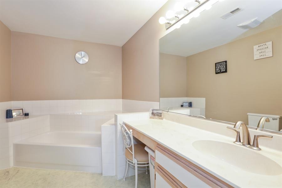 Real Estate Photography - 514 Pembrook ct. S, B, Crystal lake, IL, 60014 - Master Bathroom