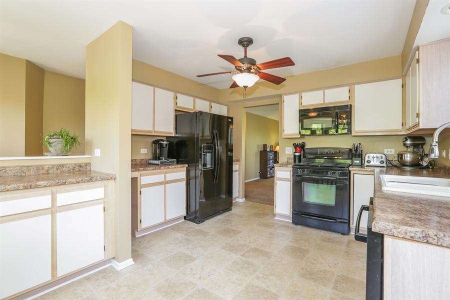 Real Estate Photography - 514 Pembrook ct. S, B, Crystal lake, IL, 60014 - Kitchen