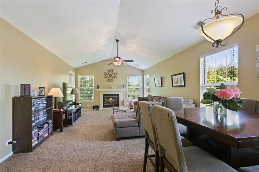 Real Estate Photography - 514 Pembrook ct. S, B, Crystal lake, IL, 60014 - Great Room